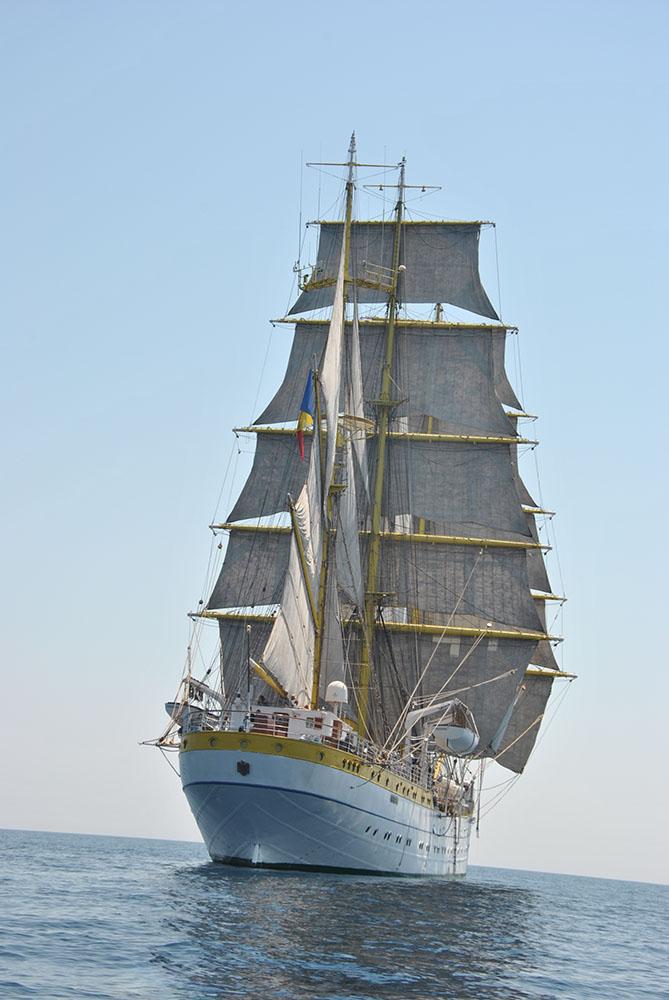 Începe Regata. Navele noastre pleacă spre Varna